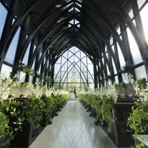 木造りで自然の光がたっぷり射し込む独立型チャペル。天井高13Mの荘厳な空間で忘れられない一日を!|ORIENTAL KYOTO SUZAKU-TEI 朱雀邸の写真(4469196)