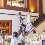 パーティ会場には階段を備え、ロマンティックな入場演出が叶う
