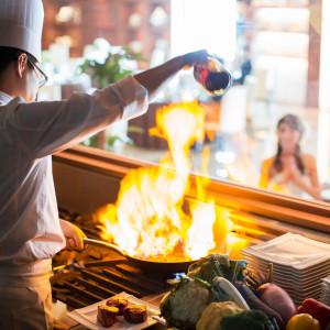 オープンキッチンを備えたパーティ会場もあるから、大切なゲストへ美食のおもてなしが叶う|ラグナヴェール仙台(アンジェリオン オ プラザ仙台と統合)の写真(4746814)