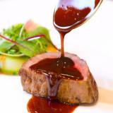 長年皆様に愛され続けるために、素材にこだわり、素材の味を最大限に引き出し、全てのお客様から好評な料理。