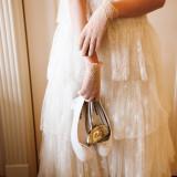 グローブやティアラ、シューズにも花嫁のこだわりを取り入れて…
