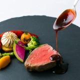 お客様の目の前でお料理の仕上げを。出来立ての良い匂い、目で見て、味わって、【ゲストの五感を刺激するお料理】