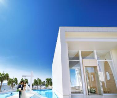 空と海と水のアクアステージは、大人かわいいマリンスタイルウェディングが叶う。