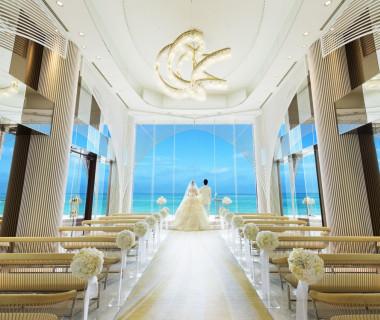 リゾートチャペル「ヴォヤージュ・ドゥ・ルミエール」には「光の船出」という意味があり、豪華客船や船の航海をイメージしてデザインされています。