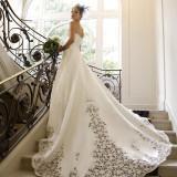 陽の光でドレスがきらきらと光り、ゲストの皆様の注目土度No1!