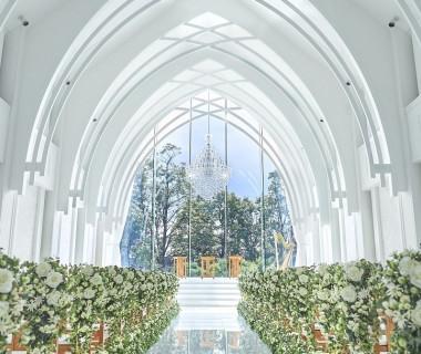 真っ白なチャペルサンタムール教会