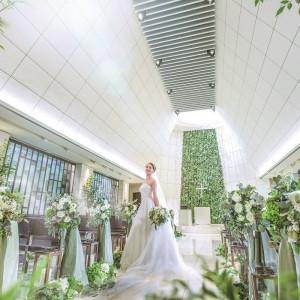 天高8Mのチャペルは写真映えも抜群。多くの花嫁が前撮りでも使用。|HARMONIE SOLUNA表参道の写真(2491355)