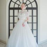 清楚なドレスをまとって憧れの花嫁に