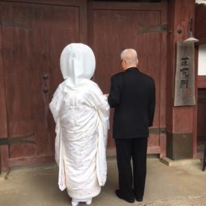 新婦様がお父様と門から入場するシーン。門が開く前、緊張の瞬間です|藤右ェ門の写真(2986704)
