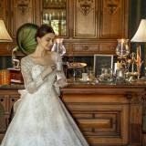 袖付きのドレスはアンティークな雰囲気にもピッタリ!!