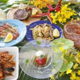 沖縄の食材をふんだんに使った南イタリア料理。シェフが豪快に仕上げた逸品がテーブルを彩ります