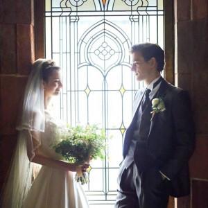 ステンドグラスから差し込むやさしい陽光が新郎新婦様を包みます|FORTUNE IN THE TERRACEの写真(1782613)