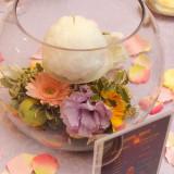 ガラス入りのテーブル装花は可愛らしさとエレガントさを際立たせます♪