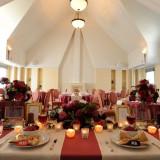 テーブル装花やクロス・ナフキンはおふたりのお好きな色にコーディネート♪