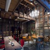 待合室、ウェルカムドリンク、2次会の会場としてお使いいただける江戸時代の蔵(内観)