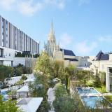 大聖堂を中心に、邸宅貸切のパーティ空間やホテル、レストランなどが広がるテーマパーク。