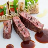 シェフ厳選牛に加賀野菜を添えて。調味料に和のテイストを入れた「和フレンチ」にゲストからも喜びの声が♪