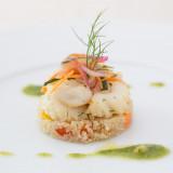 キヌアはとても栄養価の高い食材でヘルシー。キヌアとパプリカを合わせ、その上に鳥賊と蛸のマリネを添えたとてもサッパリと頂ける前菜。
