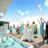【大人気】挙式後は青空の下でフラワーシャワーやバルーンリリースなどのアフターセレモニーが可能