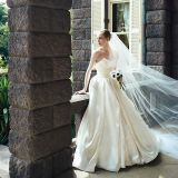 純白のウエディングドレスが清楚なはあ嫁を演出