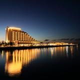 新港第一突堤には天然温泉旅館「神戸みなと温泉 蓮」が併設。神戸港で極上リゾート体験ができる。