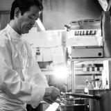 「おいしさはおもてなし」一流店で料理長を務めてきたグランシェフの小笠原靖彦は話す。