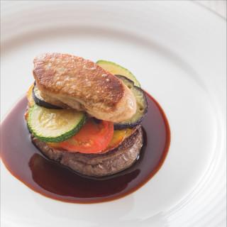前菜・スープ・真鯛とズワイ蟹の魚料理・特選牛フィレ肉料理の豪華4品試食をご用意!