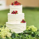 ウェディングケーキはパティシエと一緒にデザインを考え、フルオーダーで作成可能