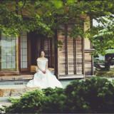 和邸宅とはいえ、ドレス姿も輝かしてくれる