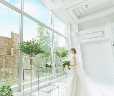 清らかな水音と自然光が花嫁を輝かせる