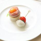 冷製オードブル<パリマ産生ハムとメロンのカナッペ カプレーゼのピンチョス>