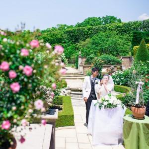 挙式のコーディネートはお2人のお好みで!結婚式のテーマカラーやお好みのお花に合わせてデコレート致します|キングスウェル(オズブライダル)の写真(2059469)