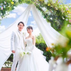 《横浜山手の自然と異国情緒もゲストへの贈り物》木々の緑と四季折々の花に囲まれたガーデンウエディング