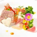 和と洋のコラボレーションをテーマに創られるファーストクラスの婚礼料理