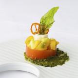 モッツァレラと完熟トマトのムース 大葉のピューレ