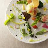 前へ次へ素材からこだわった料理の数々は、味だけでなく盛り付けも華やか