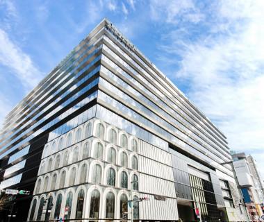 中央通に面するエリア最大規模の複合商業施設GINZA SIX。