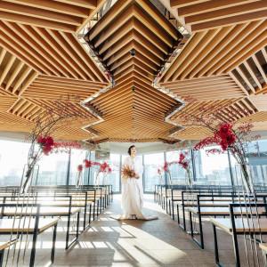 シックな色合いと直線美のデザイン性の高さでスタイリッシュさは残しつつ、温かな祝宴が叶う。|THE GRAND GINZA(ザ グラン銀座)の写真(5684691)