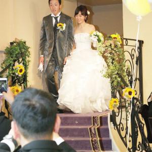 階段から入場は、注目度もアップ!ちょうど良い高さだから、笑顔で使えます(^_-)-☆|聖ラファエル教会(岐阜)の写真(2506993)