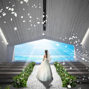 空と海の絶妙なコントラスト。チャペル「ブルーインフィニティ」。|ブルー インフィニティー/ILE DE RÉ (イル・ド・レ)●小さな結婚式の写真(1327231)
