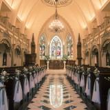 St. Mary's Abbey【セント メアリーズ アビー】アイアンゲートの先に広がるのは神聖な誓いのステージ。1世紀の時を超えて煌めくステンドグラスが幻想的な光を放つ
