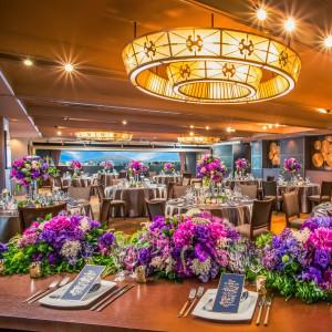 最大160名着席可能な披露宴会場「The Banquet」。スタイリッシュで大人カップルに人気のモダンSTYLE。|BLOOM by maruya gardensの写真(1950941)