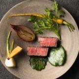 日本の厳選食材50種類以上をチョイスし、お料理で感じる最高の感動をご期待ください