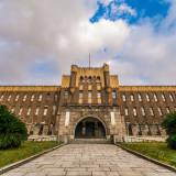 天守閣とともに時代を歩んできた歴史的建造物。地域の歴史を扱う博物館の先駆的存在であり、左右対称のロマネスク様式が時代を象徴