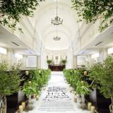 【アスピラシオン教会】アイルランナーを敷いたナチュラルな装飾も人気