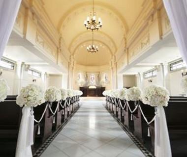 純白の大聖堂『アスピラシオン教会』。神聖な空気が漂う空間で特別なひと時を。