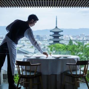 京都の街並みを一望する景色でおもてなし