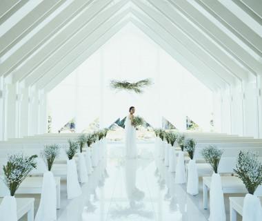 透明感溢れる空間で永遠の誓いを