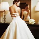 花嫁が人生で最高に美しく「じぶんらしさ」を表現できる運命の一着を