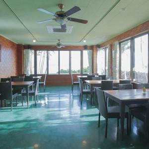 見晴らし抜群の『アロハカフェ』当日はゲスト待合室として、ご使用になれます。|ナンマムイ ビーチハウスウェディングの写真(2448319)